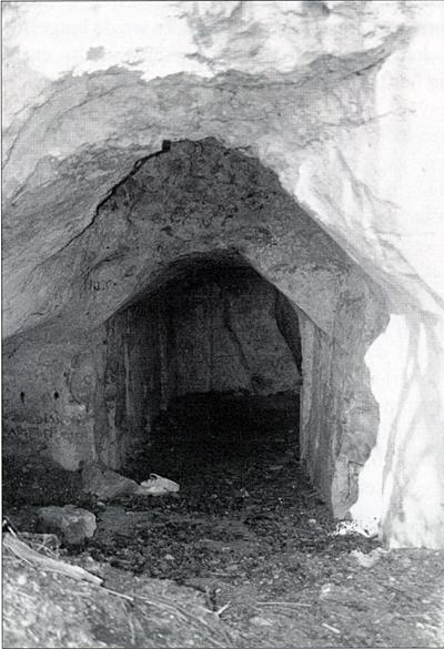 Historischekring cadier en keer een eigen hutje in de grot - Een gang ingang ...